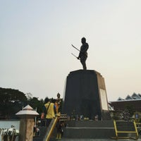Photo taken at Phraya Pichai Dab Hak Monument by Pisanu M. on 4/14/2016