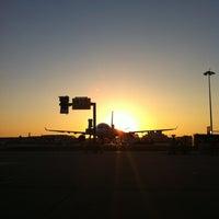 Photo taken at Aeroporto de Lisboa - Chegadas / Arrivals by Joana E. on 5/1/2013