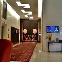 Photo taken at Sukhumvit Park, Bangkok - Marriott Executive Apartments by Chang W. L. on 10/25/2015