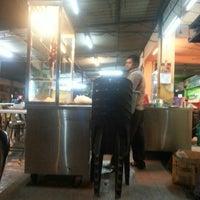Photo taken at Haji Tapah Nasi Kandar (Melawati Foodcourt) by Fairuz M. on 1/23/2014