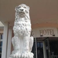 Photo taken at 1a Park Hotel Berlin Schloss Kaulsdorf by Maximilian M. on 6/8/2013