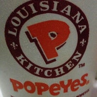 Photo taken at Popeyes Louisiana Kitchen by Maureen E. on 2/13/2013