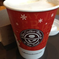 Photo taken at The Coffee Bean & Tea Leaf by 임고은 e. on 1/23/2013