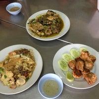Photo taken at ร้านอาหาร พวงเพชร by Jeeraphat J. on 4/3/2013