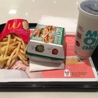 Photo taken at McDonald's by Raylander A. on 11/16/2016
