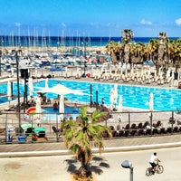 Photo taken at Gordon Swimming Pool by Mikhail V. on 4/10/2013