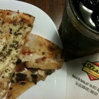 Photo taken at Strada Pizza & Grill by Kinho on 6/21/2012
