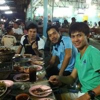 Photo taken at เฉินหลงกุ้งย่าง by Wizard B. on 6/11/2011