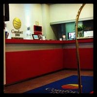 Photo taken at Comfort Inn by Fernanda S. on 11/22/2011