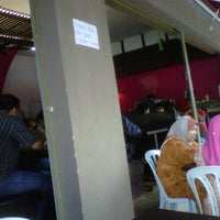Photo taken at Restoran Nasi Ayam Gemas Mustafah by Shaiful Izam S. on 1/25/2012