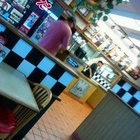 Photo taken at Pizza Hut by Anwar J. on 4/19/2012