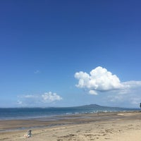 Photo taken at Mairangi Bay Beach by Stephen J. on 3/4/2016