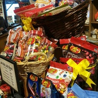 Photo taken at Cracker Barrel Old Country Store by Antonico T. on 3/18/2016