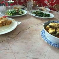 Photo taken at เพื่อนเดินทาง ร้านอาหาร&รีสอร์ท by Chuchart C. on 4/12/2015