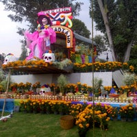 Photo taken at Rotonda De Los Personajes Ilustres De Xochimilco by Ivan C. on 10/31/2012