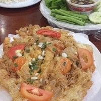 Photo taken at เพื่อนเดินทาง ร้านอาหาร&รีสอร์ท by PiyatdPalm on 5/21/2016