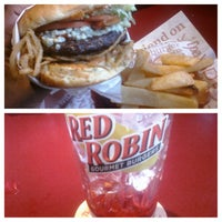 Photo taken at Red Robin Gourmet Burgers by TEM L. on 12/22/2012