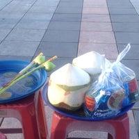 Photo taken at พระบรมสารีริกธาตุ วัดพระศรีมหาธาติ by Giee U. on 10/10/2012