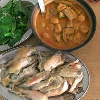 Photo taken at Ah Lye Curry Fish Head 亚来咖喱鱼头 by Bbee L. on 2/16/2013
