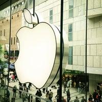 Das Foto wurde bei Apple Store, Rosenstraße von SHAIKA am 6/29/2013 aufgenommen
