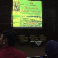 Photo taken at Auditorium Perpustakaan Sultanah Nur Zahirah, UMT by Liyana M. on 2/29/2016