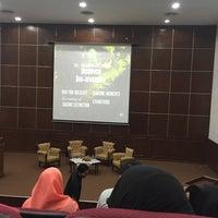 Photo taken at Auditorium Perpustakaan Sultanah Nur Zahirah, UMT by Liyana M. on 3/26/2016