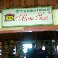 Photo taken at Restoran & Wisata Air Alam Sari by Adrys S. on 4/24/2014