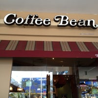 Photo taken at The Coffee Bean & Tea Leaf by Prince P. on 11/18/2012