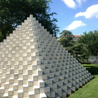 Photo taken at National Gallery of Art - Sculpture Garden by Ryan M. on 6/29/2013