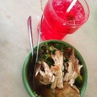 Photo taken at Restoran Pak Mal Nasi Ayam by Shireen Z. on 4/15/2013