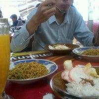 Foto tirada no(a) Kantin Graha Elnusa por Sayyid N. em 9/27/2012