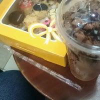 Photo taken at J.Co Donuts & Coffee by Awfar Z. on 10/4/2016