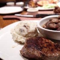 Photo taken at Outback Steakhouse by Phi D. on 8/5/2016