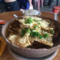Photo taken at Kiang Kee Bak Kut Teh 强记肉骨茶 by Nasthalie T. on 7/17/2016