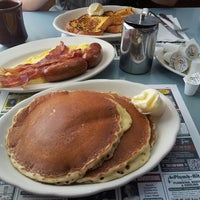 Photo taken at Peterpank Diner and Restaurant by Patrick Y. on 4/5/2013