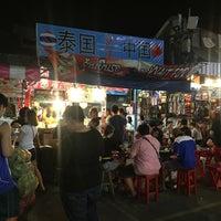 Photo taken at ร้านยืนรอ ก๋วยเตี๋ยวน่องไก่ตุ๋น by Jaii K. on 3/11/2016