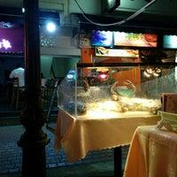 Photo taken at Marina Bay Seafood@Boat Quay by Jun K. on 3/4/2014