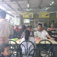 Photo taken at Char Kuey Teow Auntie Gemok by Rizal Z. on 2/7/2013