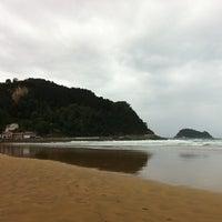 Photo taken at Playa de Zarautz by Lora Lau V. on 10/16/2012