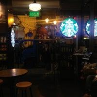 Photo taken at Starbucks | 星巴克 by Woo-jeong J. on 9/17/2013