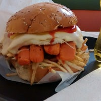 Photo taken at Hungry's Burger by Silvia V. on 9/19/2014