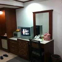 Photo taken at Vasu Hotel Mahasarakham by Fon J. on 4/10/2013