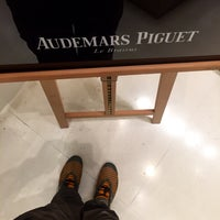 Photo prise au Audemars Piguet Boutique par Bandar A. le5/28/2015