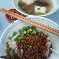 Photo taken at Restoran Win Heng Seng (永兴城茶室) by Danny T. on 11/19/2011