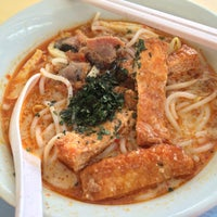 Photo taken at Havelock Road Cooked Food Centre by Cheen T. on 1/15/2015