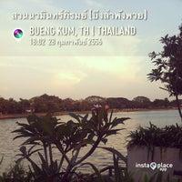 Photo taken at สวนนวมินทร์ภิรมย์ (บึงลำพังพวย) Nawaminphirom Park (Bueng Lam Phang Phuai) by Saran Y. on 2/28/2013