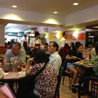 Photo taken at 102 Noodles Town 永旺飯店 by Nobu K. on 6/4/2013