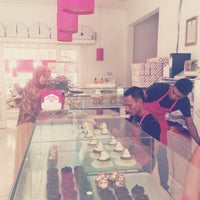 Photo taken at Rumah Cupcakes & BBQ by Palupi R I. on 5/8/2014