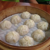 Photo taken at Din Tai Fung by Chris A. on 7/3/2013