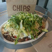 Photo taken at Chipotle Mexican Grill by o o. on 7/21/2016